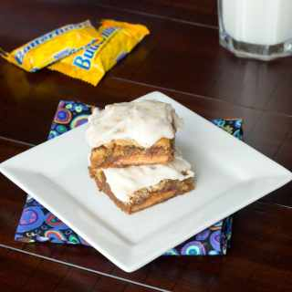 butterfinger blondies on a plate