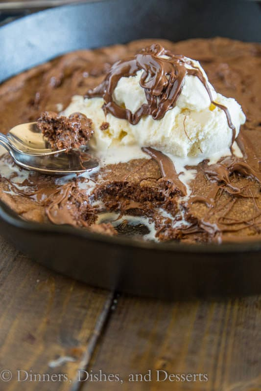 Nutella Skillet Cookie - a nutella based chocolate chip cookie baked into a cast iron skillet, with a layer of nutella in the middle!