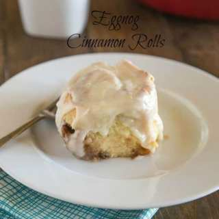 Eggnog Cinnamon Rolls - quick and easy cinnamon rolls that are perfect for the holidays. Eggnog are both in the dough and in the glaze!