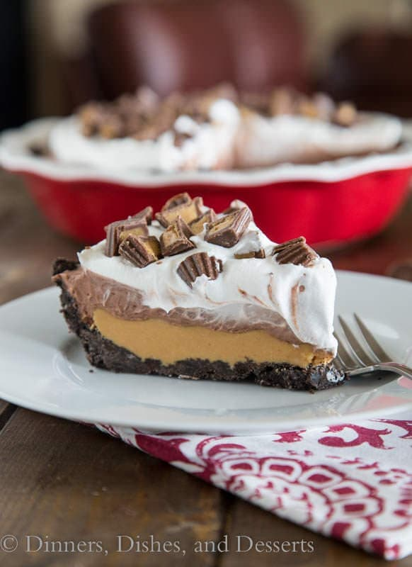 No Bake Peanut Butter Cup Pie - an easy no bake pie that is like a giant homemade peanut butter cup!