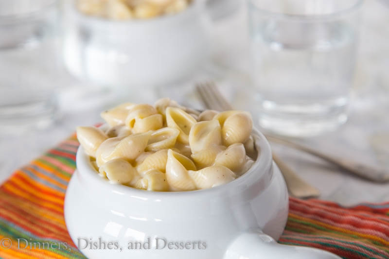 Copycat Panera Mac and Cheese - homemade macaroni and cheese that tastes just like what you can buy at Panera. Made on the stove top in just minutes!
