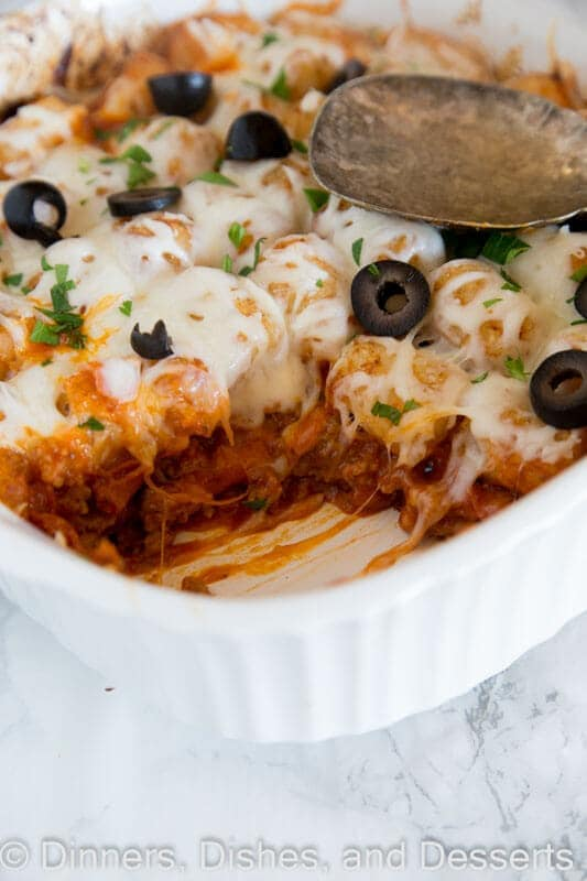 Pizza Tater Tot Casserole - the classic tater tot casserole you grew up with gets a makeover! A fun and easy casserole recipe that has all the flavors of your favorite pizza.