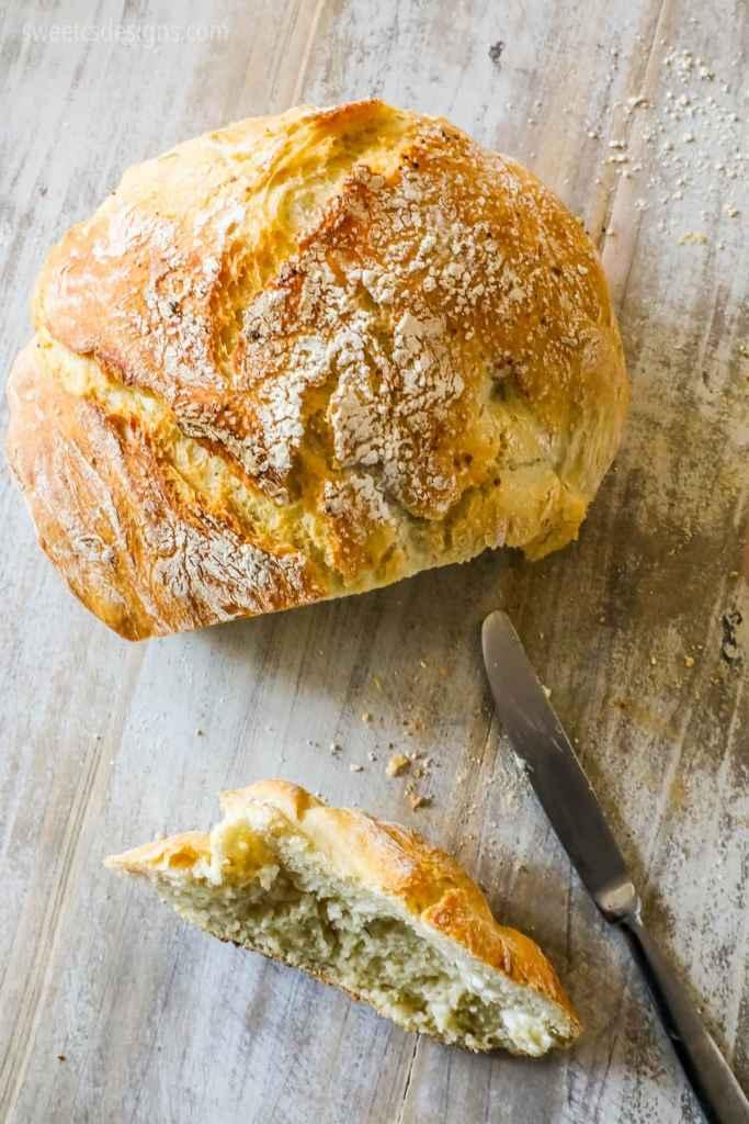 Easy No Knead Bread {Sweet C's}