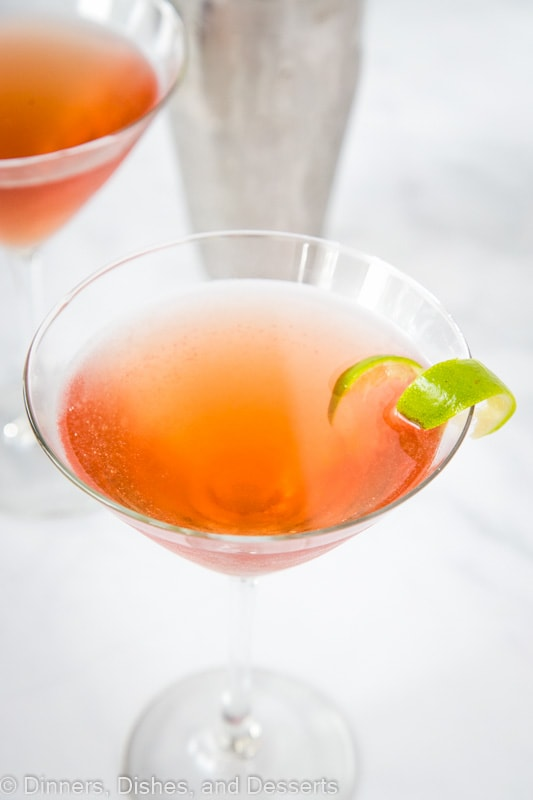 Cosmopolitan cocktail recipe - refreshing, crisp, and delicious