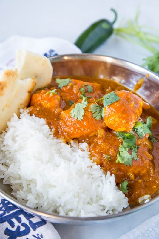 vindaloo with chicken in bowl with white rice