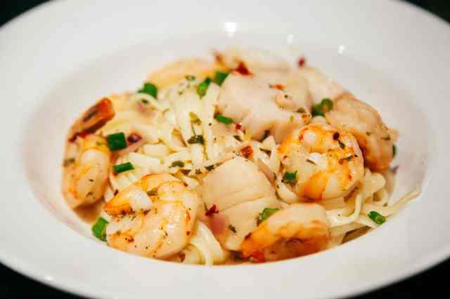 Shrimp & Scallops Scampi