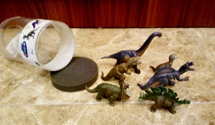 These Dinosaurs Have Nearly The Same Dull Colours And Sculpts As Their Big Versions First We This Triceratops At Sight It Looks Good