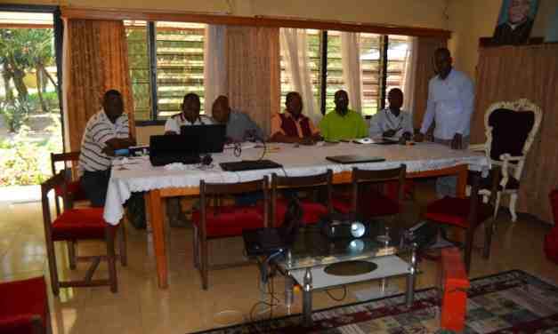Centre Pastorale diocésain : L'abbé Alain consulte les curés et agents pastoraux.