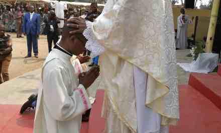 Le Diocèse d'Idiofa a 5 nouveaux prêtres et 2 diacres !