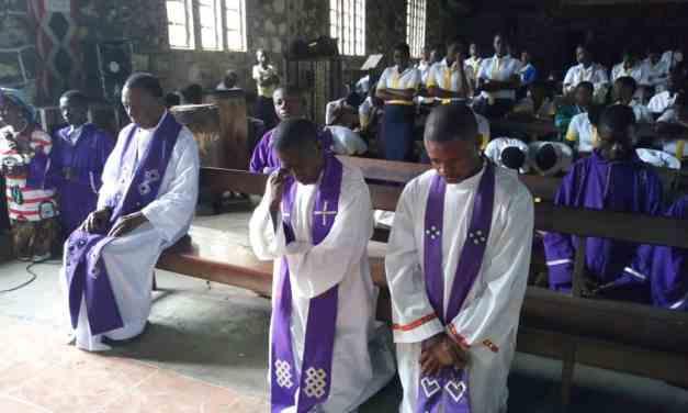 Prière pour la Paix en République démocratique du Congo : les chrétiens d'Idiofa en prière!