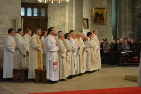 Pour la messe Chrismale, le presbyterium (l'ensemble des prêtres du diocèse) est réuni .