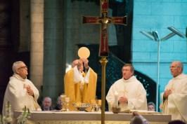 Autour de Mgr Mousset, trois des prêtres jubilaires de cette année : Le Père René Michon, sp., le Père Paul couvreur et le Père Jean-Louis Favard.