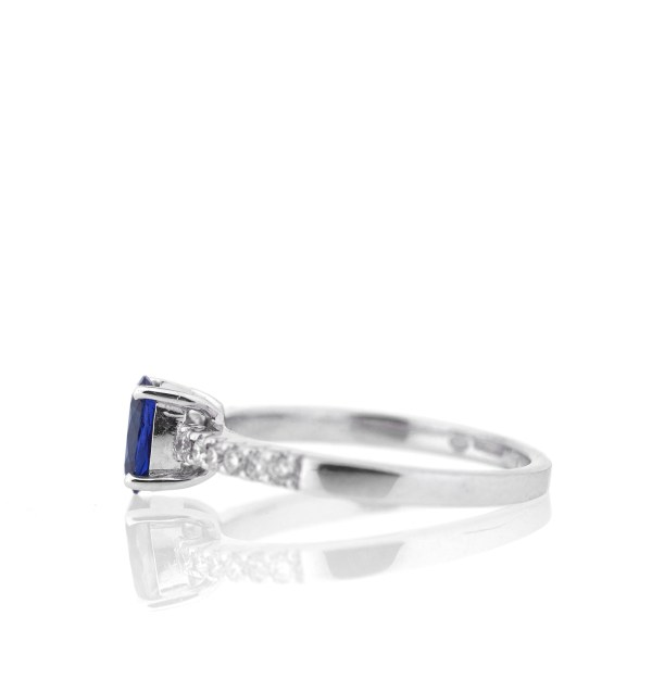 blue-sapphire-diamond-engagement-ring