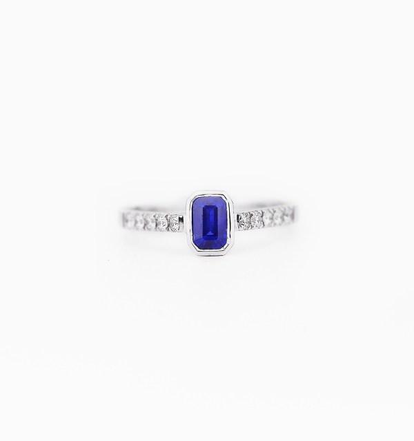 blue-sapphire-diamond-engagement-ring-style-00
