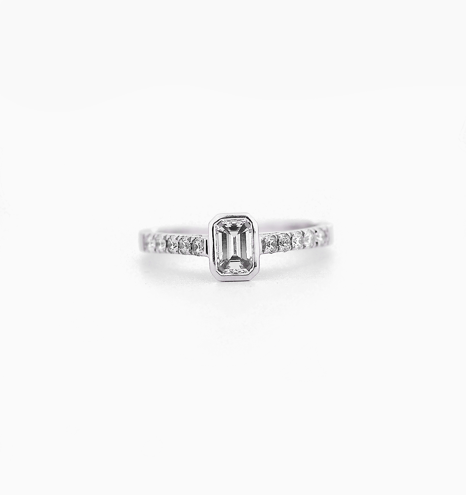 ring in shank solitaire detail engagement scroll white with graduated diamond oval platinum rings