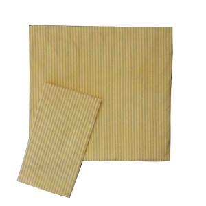 lençol de berço de elástico e fronha dobrados listrado amarelo e branco