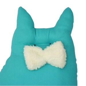 close almofada em formato de gatinho sentado tiffany com gravata borboleta