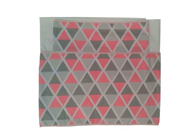 conjunto de lençol de berço 300 fios dobrado branco com barrado estampado cinza e rosa