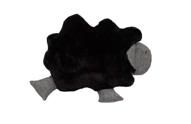 almofada em formato de ovelha na cor preta