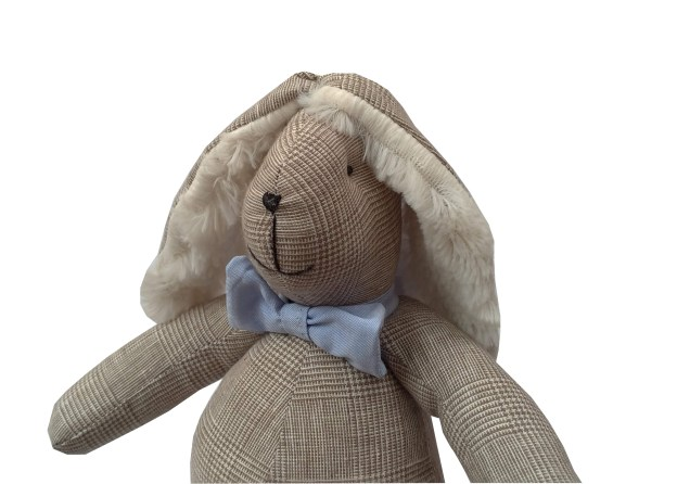 coelho de pano xadrez bege príncipe de gales com gravata borboleta azul