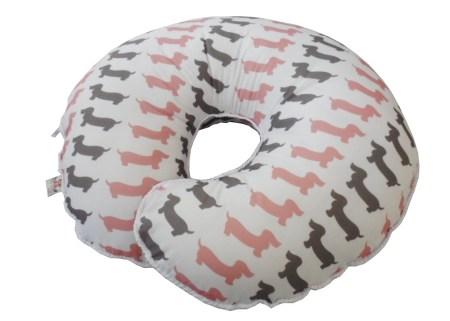 almofada de amamentar estampada com cachorrinhos rosa e cinza