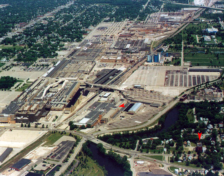 The entire Buick City complex in Flint, Michigan was closed in 1999 and demolished in 2002.The arrows mark the only remaining buildings.