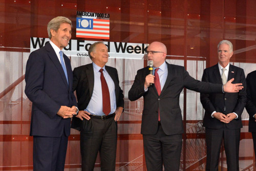 Secretary Kerry with John Phillips, Ambassador to the US Mission in Italy, and Ambassador Philip Reeker, US Consul General in Milan, honored the Pavilion with their presence on several occasions, hosted by the US Commissioner General, Ambassador Doug Hickey.