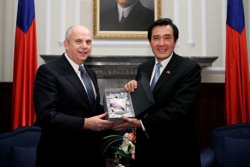 Joseph Donovan, the Managing Director of AIT's Washington office, met with President Ma Ying-jeou at the Presidential Office on February 10, 2015. (Photo by AIT/Flickr)