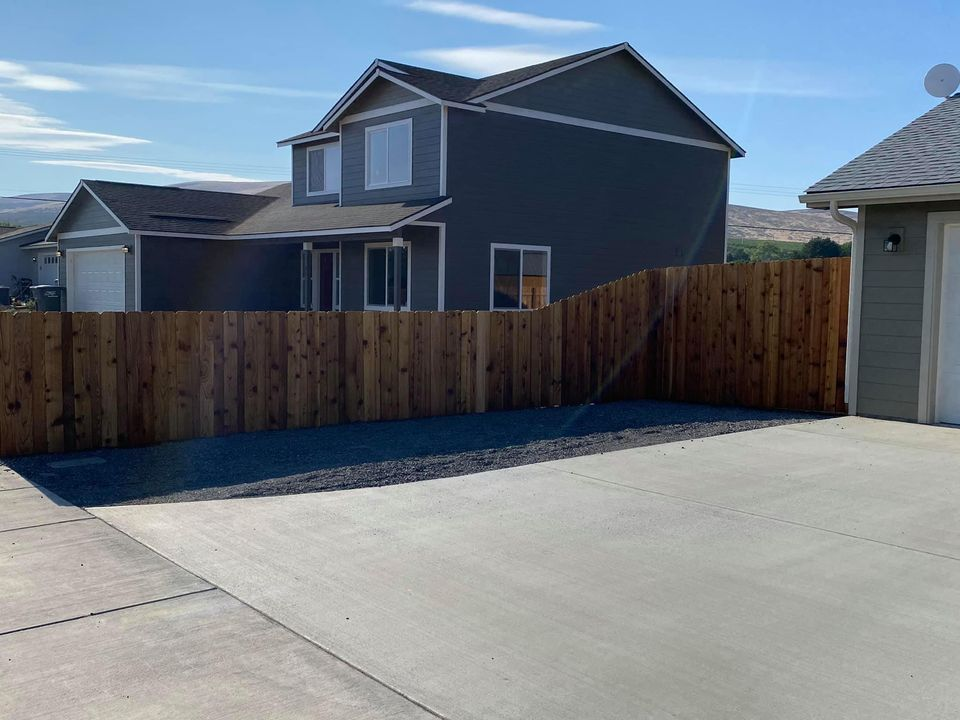 Driveway divider fence
