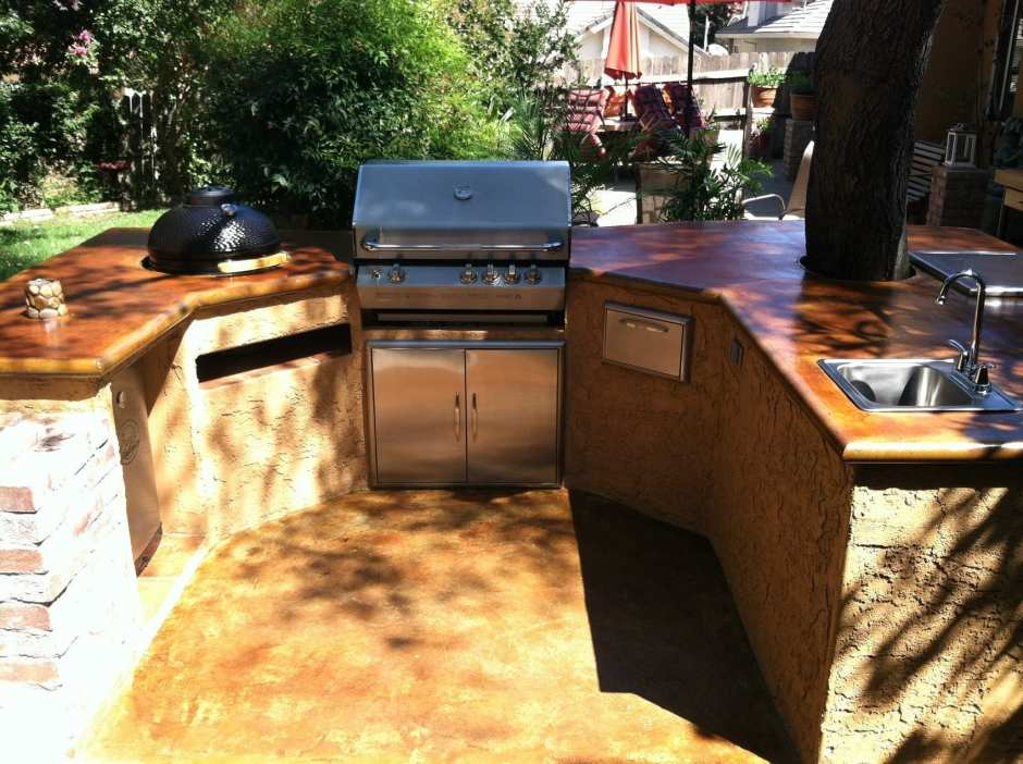 Outdoor Kitchen Countertop Photo