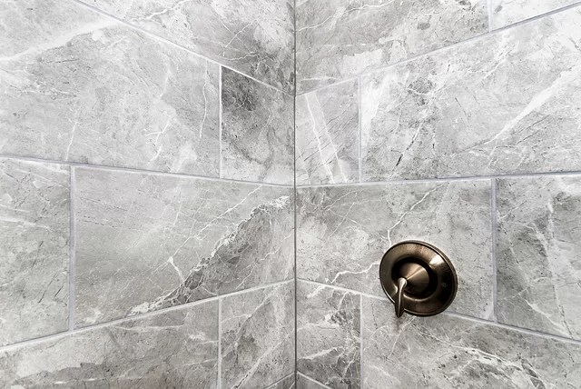 Clever tile ideas for small bathroom spaces