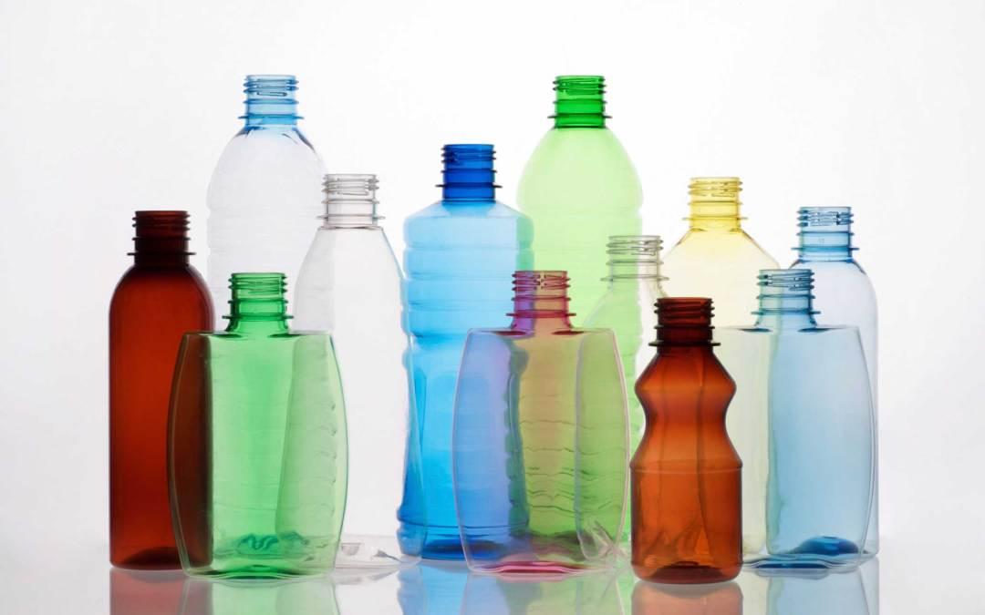 Simbolos de reciclaje en embases de plástico