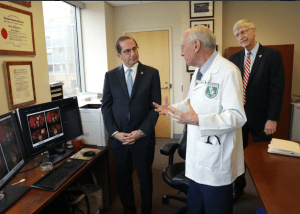 Steven Rosenberg talks about cancer immunotherapy with Secretary Azar