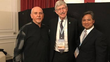 Francis Collins posing with Peter Gabriel and Wiliam Li
