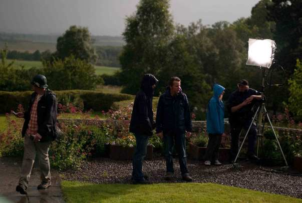 brilliantlove_Simon+Tindal+And+Ashley+Horner+wait+for+sunshine