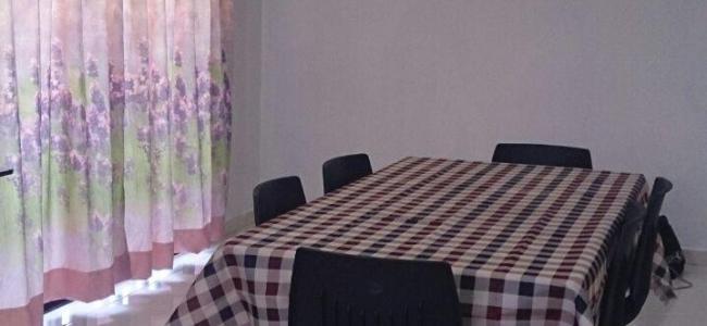 ruang makan dan dapur yang lengkap