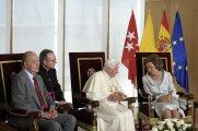 Bento XVI conversa Rainha Sofia