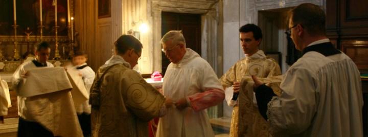 Guido Pozzo paramentação cíngulo Santissima Trinità Roma