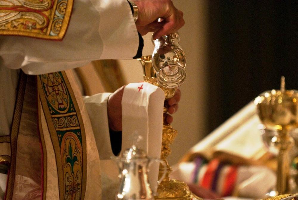 Resultado de imagem para santa missa altar