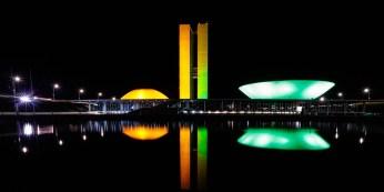 Iluminação verde e amarela em Brasília