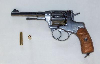 1024px-Nagant_Revolver
