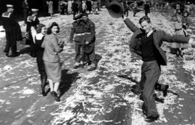 1945-Dancing-Man