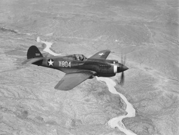 Curtiss_P-40,_¾-front_view,_in_flight_(00910460_023)