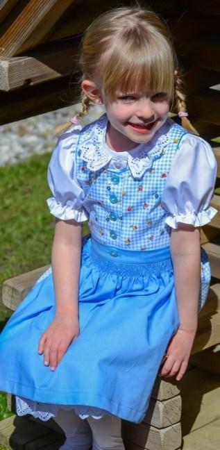 Kinderdirndl blau kariert mit Blümchen, Nanenda Trachtenmode