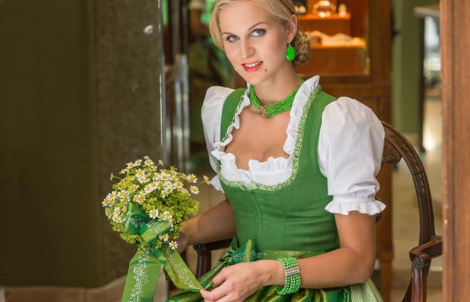 Susanne Spatt Brautdirndl maigrün