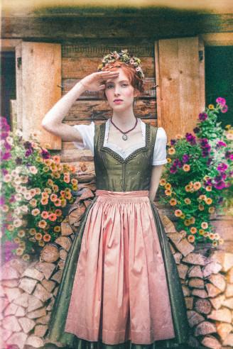 Lena Hoschek Dirndl dunkelgrün mit rosa Schürze