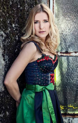 Stefanie Hertel Dirndl ohne Bluse