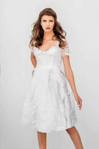 "Ophelia Blaimer Brautdirndl ""White Magnolia"" Foto Ivan Tonev"