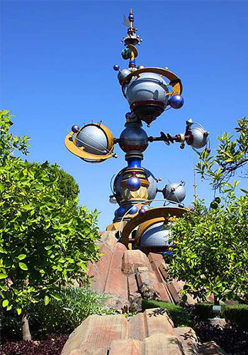 "Citrus trees in ""Tomorrowland,"" Disneyland / FlashBulb"