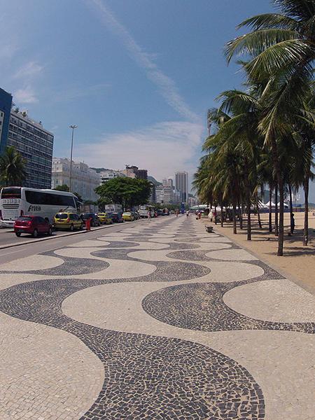 1280px-Calçadão_de_Copacabana_-_Rio_de_Janeiro_(2)